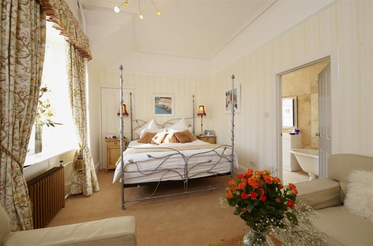exceptional five bedroom guest - 11