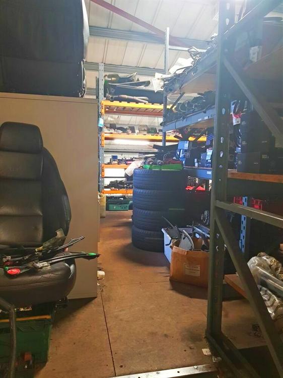 established car specialist garage - 7