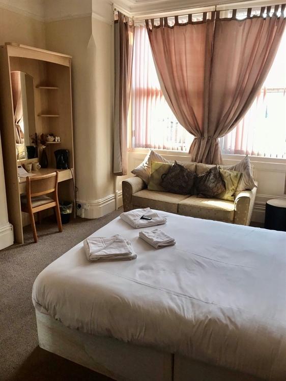 bedroom licensed hotel blackpool - 12