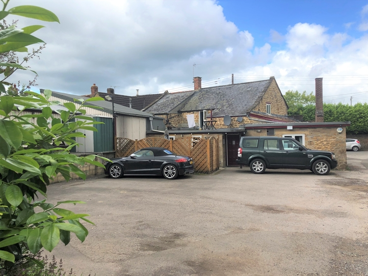 delightful traditional freehouse located - 4