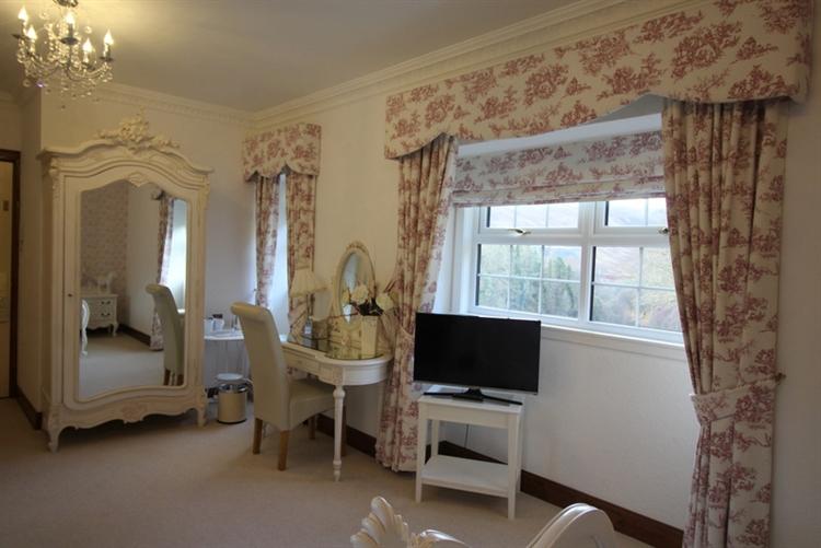 exceptional seventeen bedroom hotel - 6