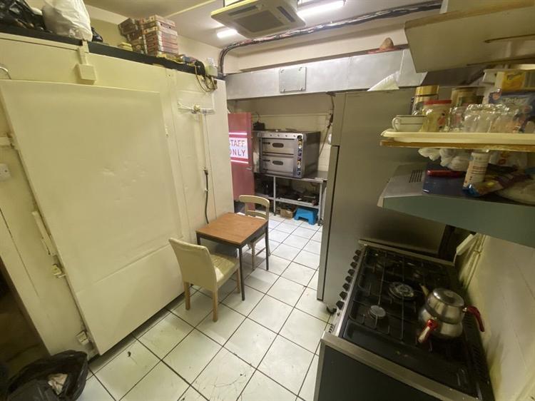 donor kebab takeaway upstairs - 5