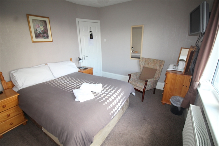 attractive profitable 8-bedroom hotel - 13