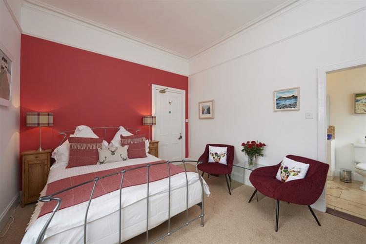 stunning guest house set - 7