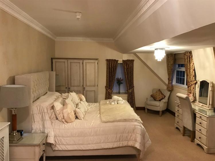 exceptional seventeen bedroom hotel - 8