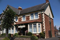 successful guest house minehead - 1