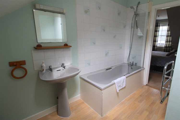 substantial 12-bedroom hotel lochcarron - 11