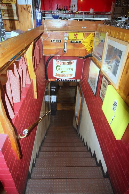 restaurant bar popular town - 9