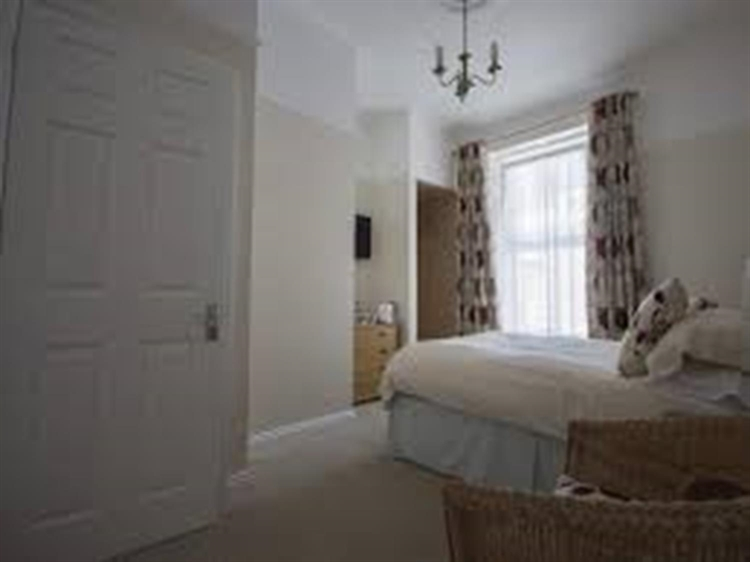 freehold seven bedroom guest - 5