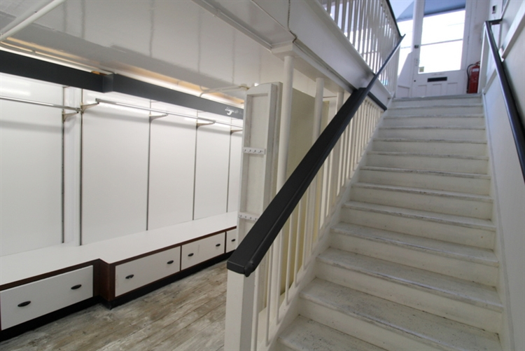 spacious retail unit set - 7