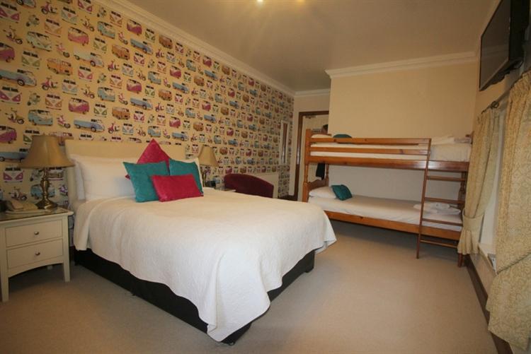 exceptional seventeen bedroom hotel - 7