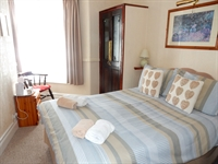 freehold five bedroom guest - 3