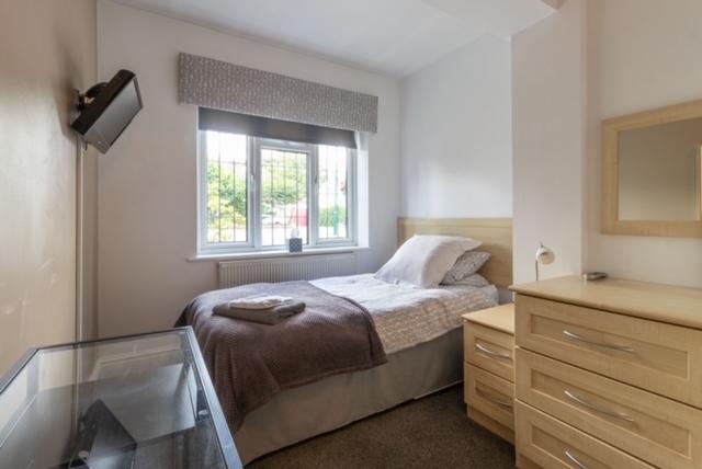 freehold ten bedroom guest - 11