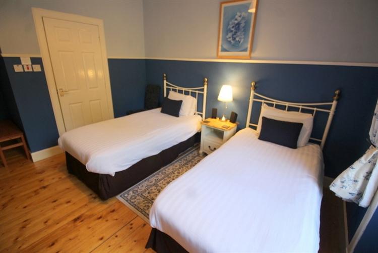outstanding six bedroom guest - 8