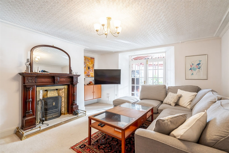 beautifully presented guest house - 12