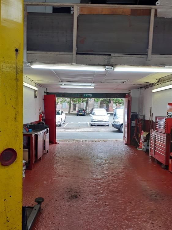 established garage offering services - 4