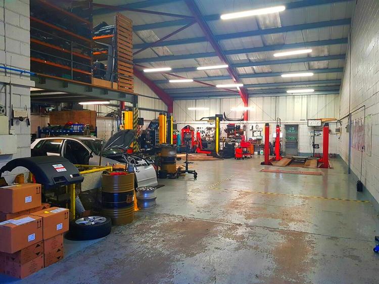 established car specialist garage - 5