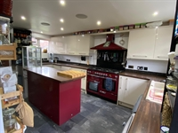 3 bed property with - 3