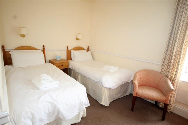 substantial 25-bedroom hotel tomintoul - 11