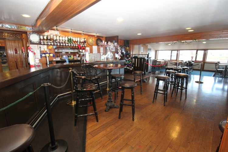 exceptional restaurant bar on - 4