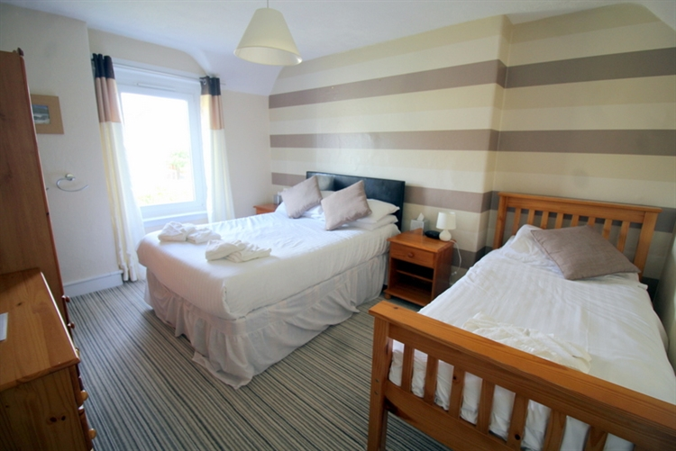 substantial 7-bedroom guest house - 7