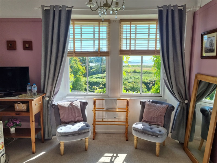 outstanding residential self-catering guest - 8