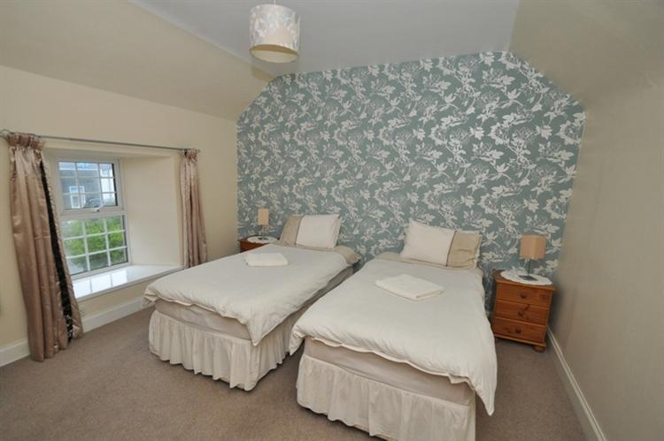 charming 9-bedroom hotel set - 10