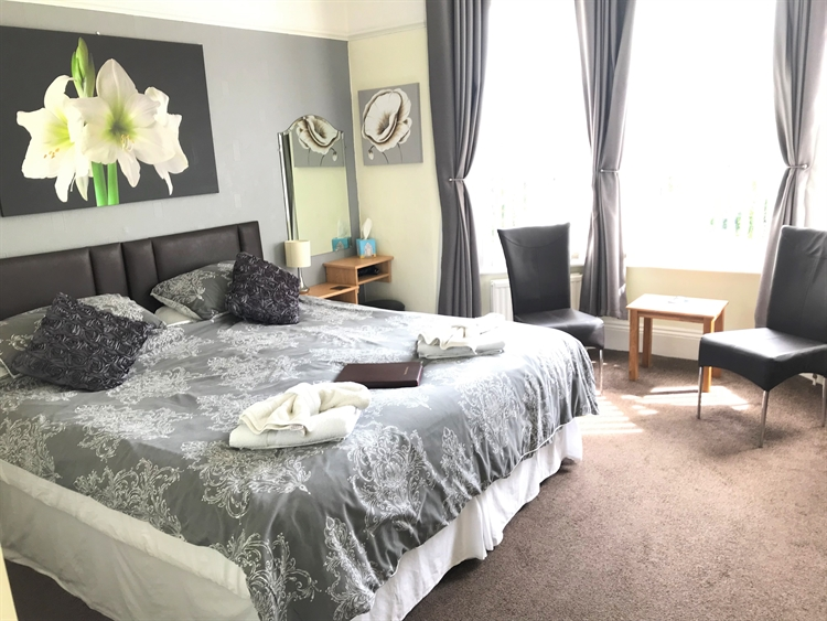 spacious superbly maintained guest - 5