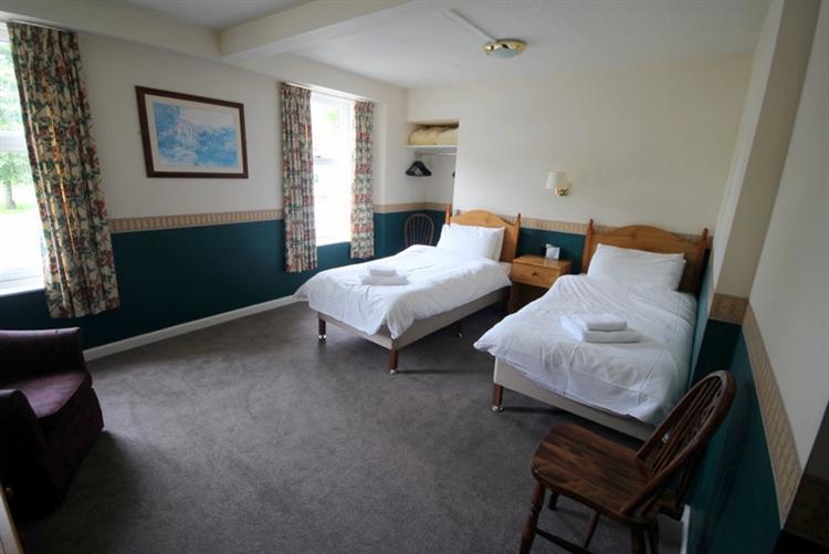 substantial 25-bedroom hotel tomintoul - 12