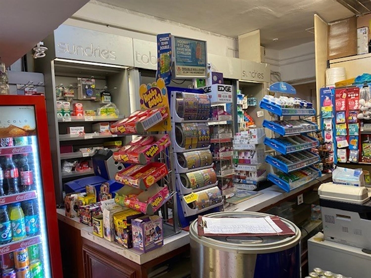 leasehold newsagents located warwick - 6