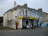 freehold convenience store flat - 1