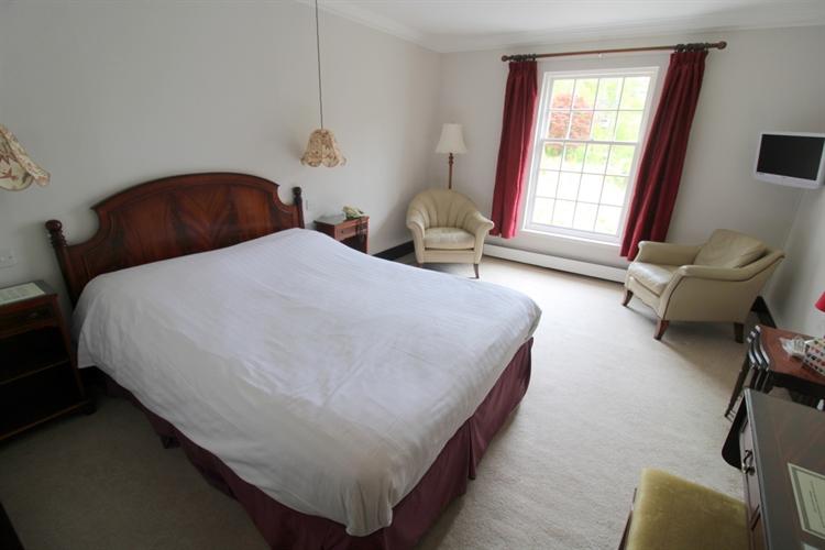 spectacular 18-bedroom hotel set - 10