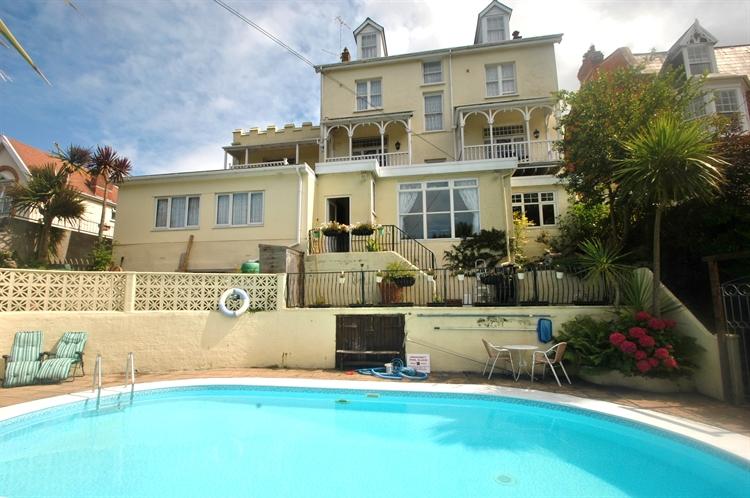 coastal hotel with swimming - 15