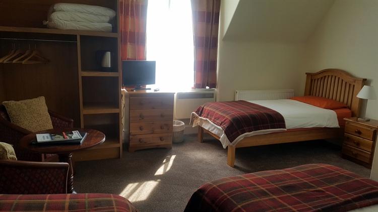 substantial attractive 8-bedroom hotel - 9