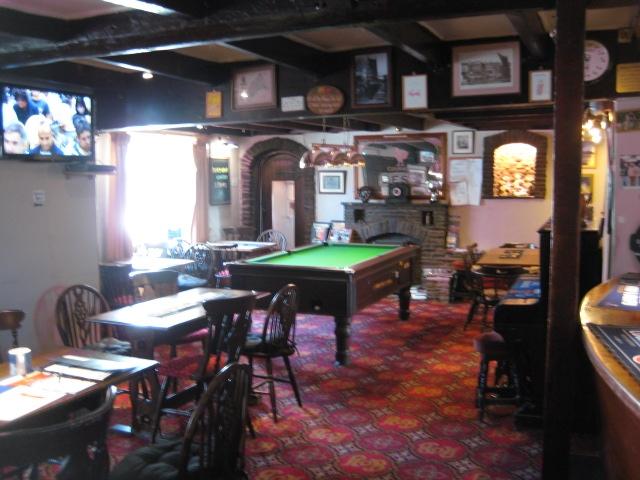 pub restaurant st issey - 8