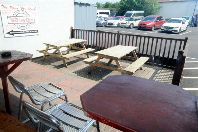 restaurant bar popular town - 15