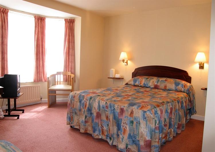 twenty five bedroom hotel - 5