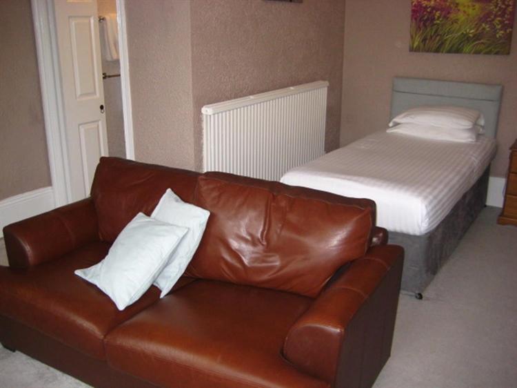 freehold nine bedroom guest - 6