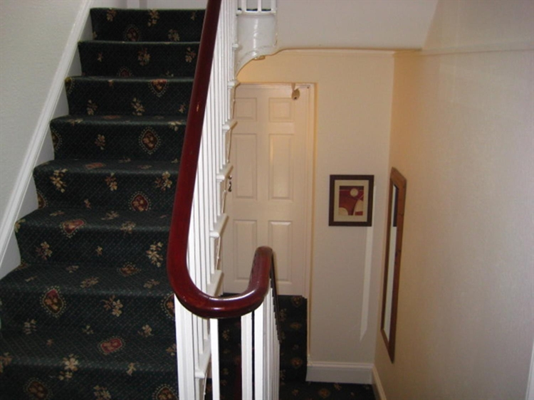 freehold seven bedroom guest - 8