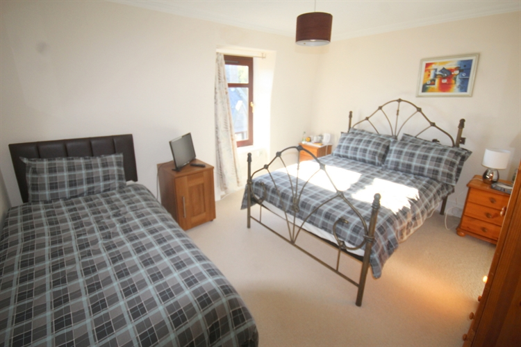 excellent 11-bedroom hotel situated - 11