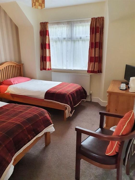 substantial attractive 8-bedroom hotel - 10