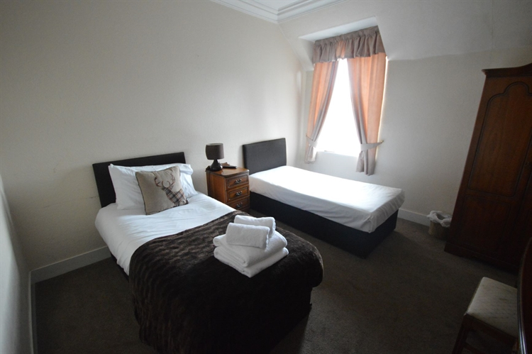 substantial town centre hotel - 6