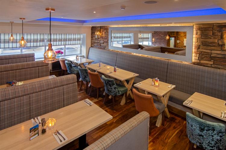 stunning seaside restaurant bar - 5