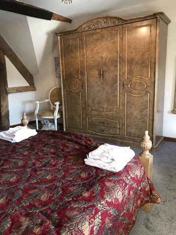 tudor guest house just - 8