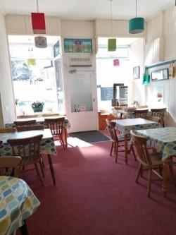 popular seaside café home - 4
