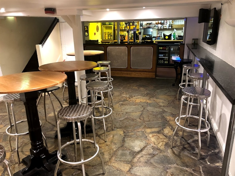 successful town centre freehouse - 5
