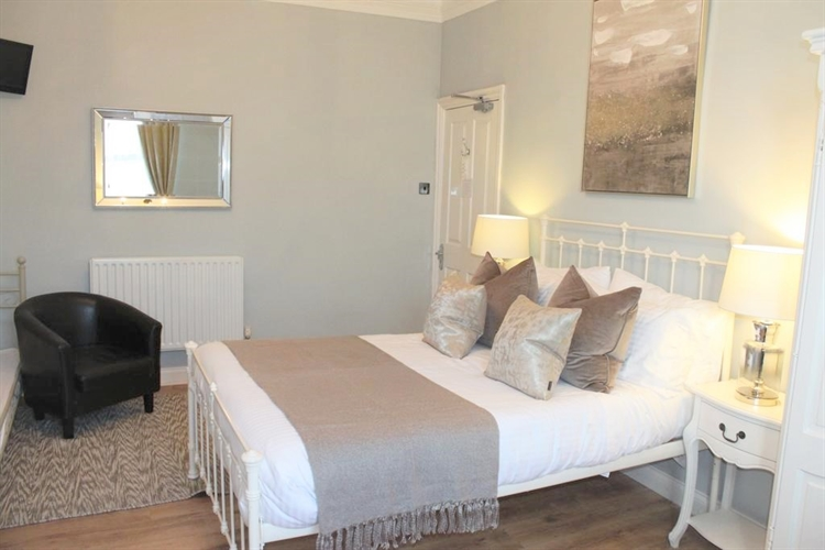 spacious well refurbished guest - 8