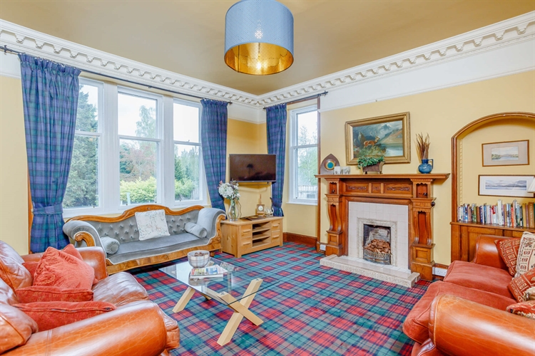 highland lodge house with - 4
