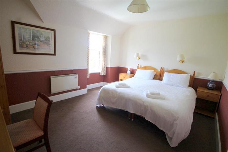 substantial 25-bedroom hotel tomintoul - 10