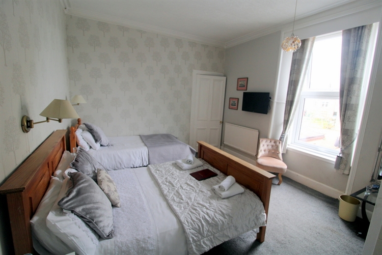 substantial 8-bedroom guest house - 9